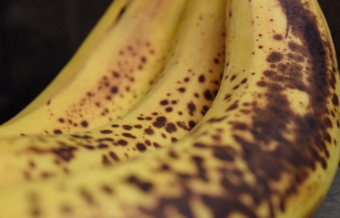 ciemniejące dojrzałe banany