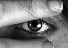 tarcie oczu