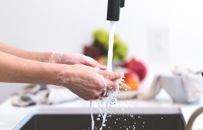Przygotowujesz jedzenie? Myj dokładnie ręce!