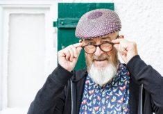 modne okulary korekcyjne dla osoby starszej