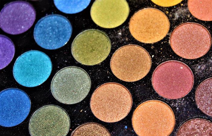 Jak wykonać makijażu oczu? Kosmetyki dla oczu