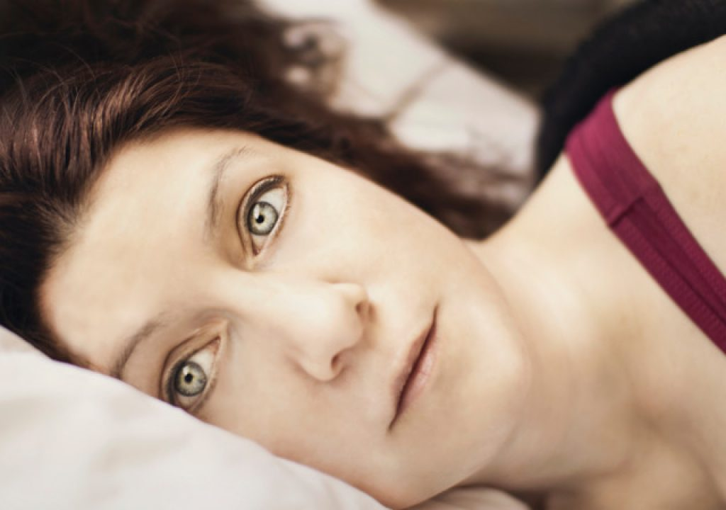 Konsekwencje spania z otwartymi oczami
